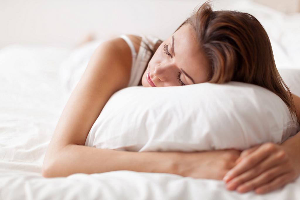 نحوه خوابیدن برای بیماران دیسک کمر